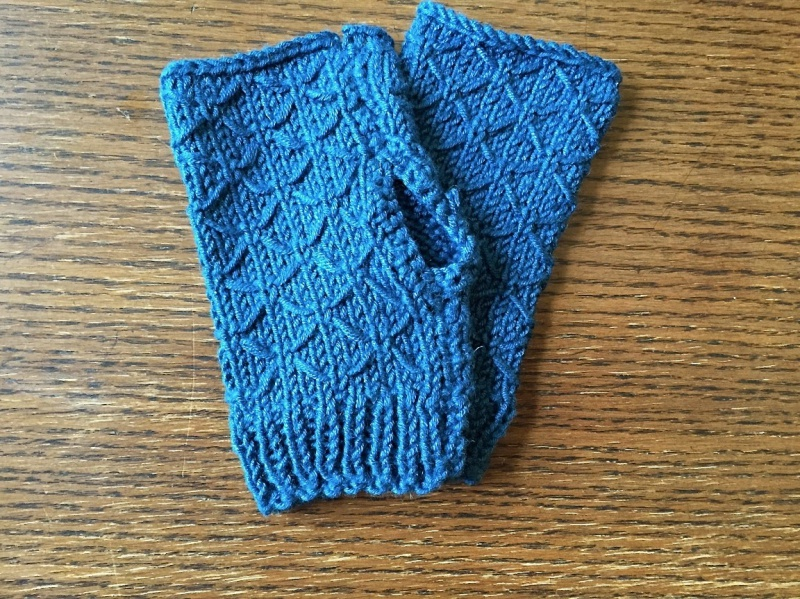 Picture Of diy lattice knit wrist warmers  2