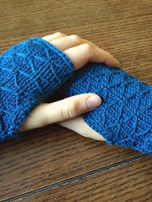 Pretty DIY Lattice Knit Wrist Warmers