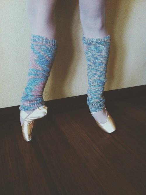 ballerina leg warmers (via hellohandyheart)