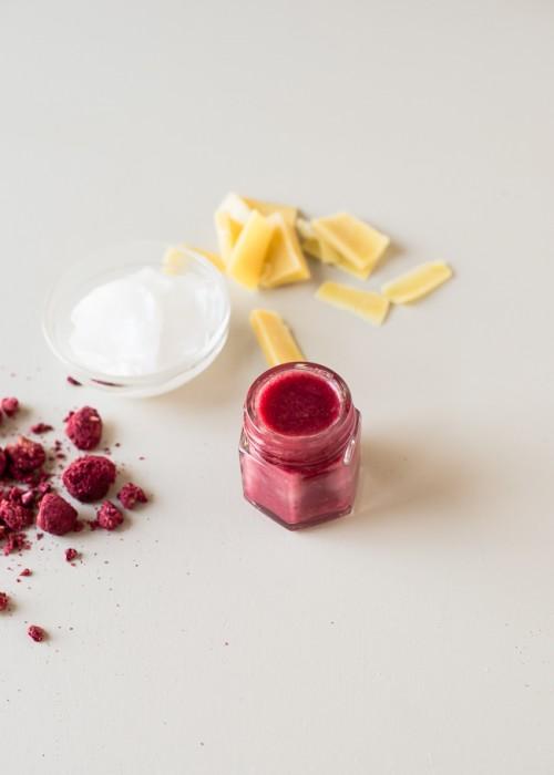 raspberry lip balm (via hellonatural)