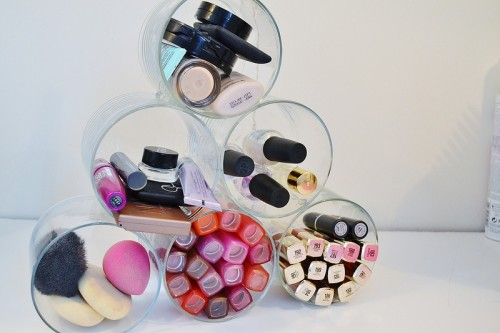 DIY Cosmetic Orangizer (via lustforlipgloss)