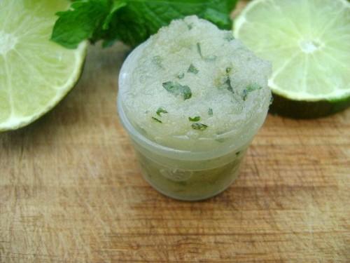mint and lime sugar scrub (via cutediys)