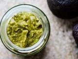 diy-moisturizing-avocado-face-mask-for-dry-skin-1