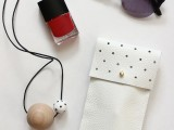 diy-no-sew-leather-glasses-pouch-1