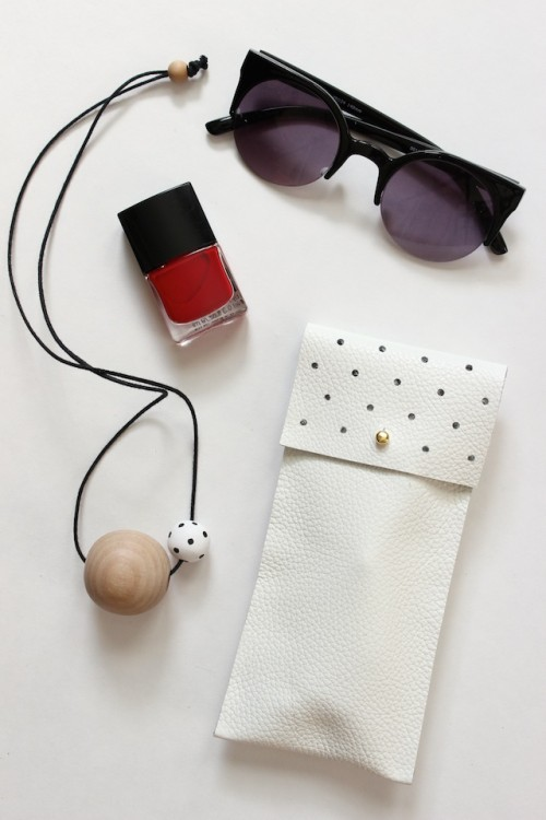 DIY No-Sew Leather Glasses Pouch