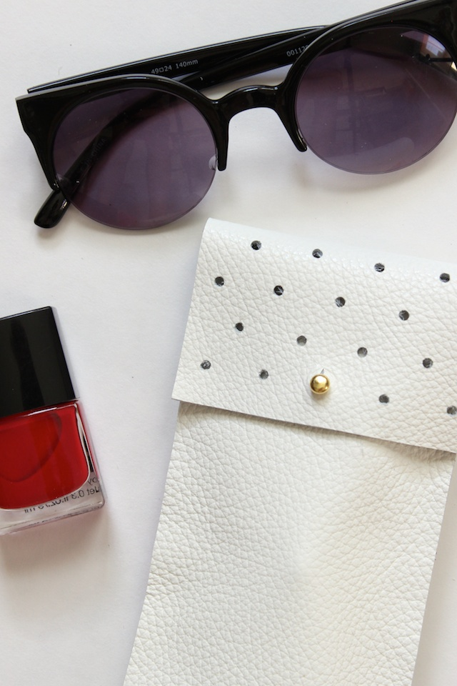 Picture Of diy no sew leather glasses pouch  6