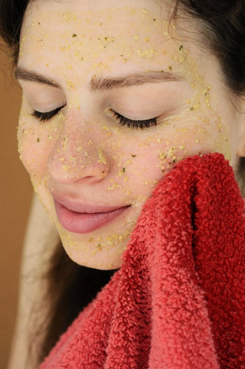 DIY Oatmeal And Green Tea Mask For Subtle Exfoliating