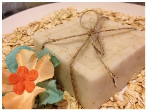 exfoliating oatmeal soap (via sevenclowncircus)