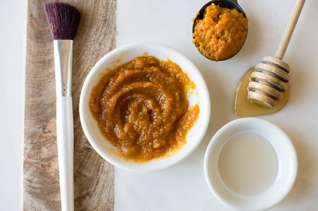 Picture Of diy pumpkin and apple face mask for exfoliating  2