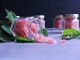 diy-raspberry-and-honey-lip-scrub-4
