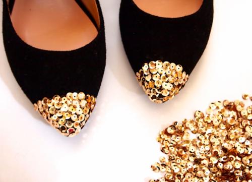 sequin toe flats (via misskristurner)