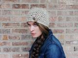 diy-simple-crochet-oatmeal-button-hat-1