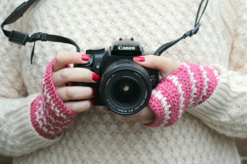 Picture Of diy spike stitch crochet handwarmers  1