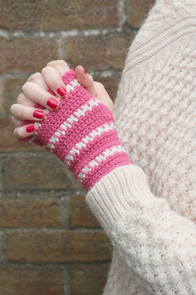 Picture Of diy spike stitch crochet handwarmers  3