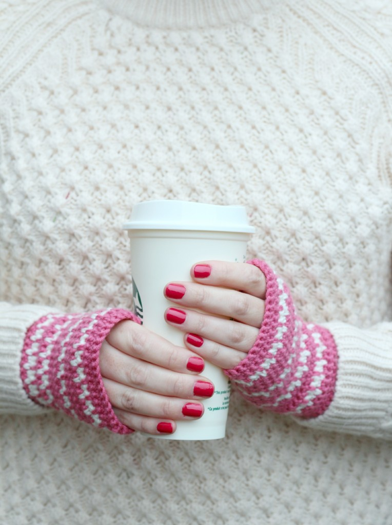Picture Of diy spike stitch crochet handwarmers  4