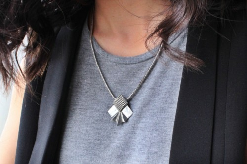 casual office necklace (via styleoholic)