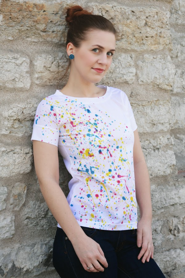 Picture Of diy super easy paint splatter t shirt  1