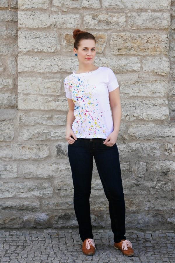 Picture Of diy super easy paint splatter t shirt  5