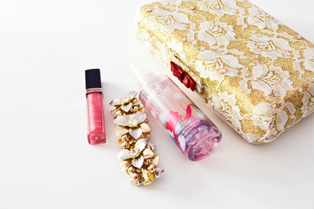 Picture Of diy valentino inspired lace clutch  5