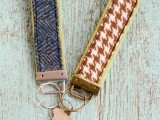 diy-vintage-fabric-and-webbing-key-chain-2