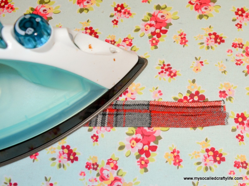 Picture Of diy vintage fabric and webbing key chain  4