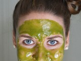 diy-wheatgrass-honey-face-mask-1