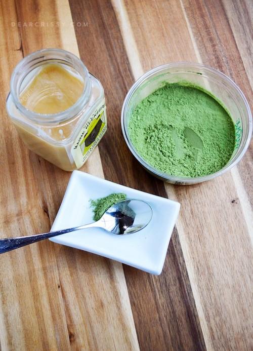 DIY Wheatgrass And Honey Face Mask