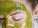 diy-wheatgrass-honey-face-mask-4