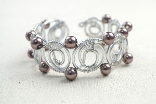 DIY Wire Bangle Bracelets With Beads