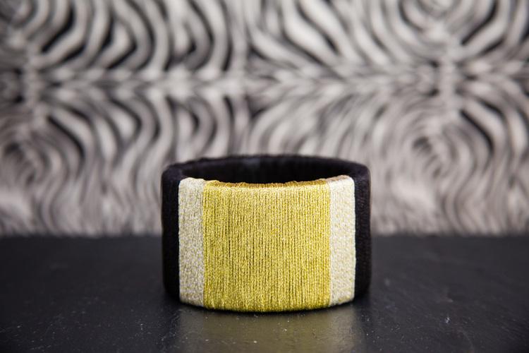 Picture Of diy wrapped metallic thread bracelet  1
