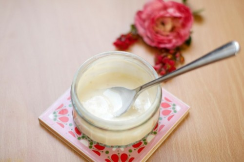 nourishing yogurt and rosehip mask (via styleoholic)
