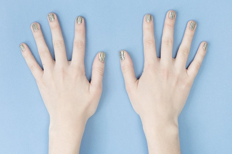 Picture Of doppler effect inspired diy striped nail design  1