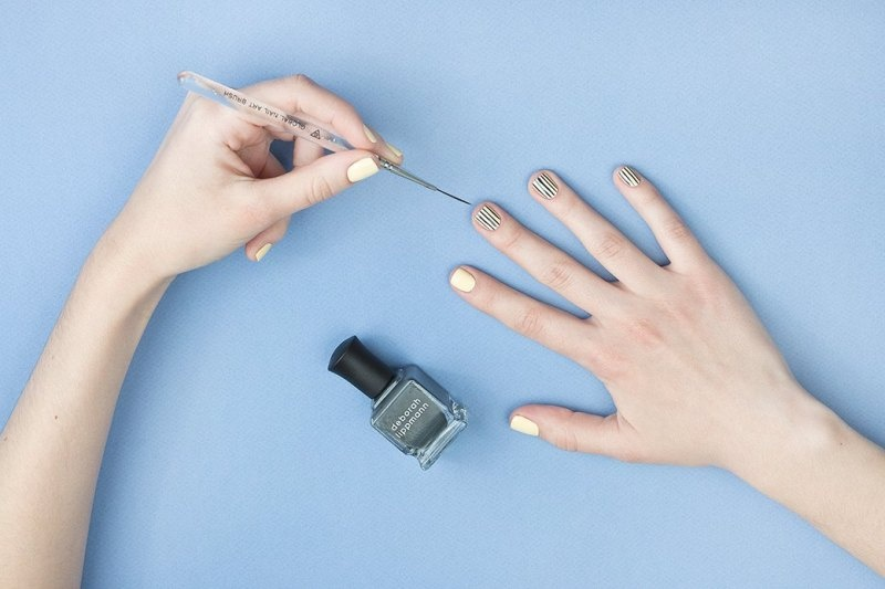 Picture Of doppler effect inspired diy striped nail design  3