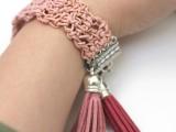dusty-pink-diy-crochet-leather-bracelet-9