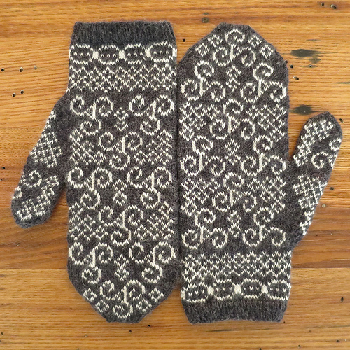 March newgrange mittens