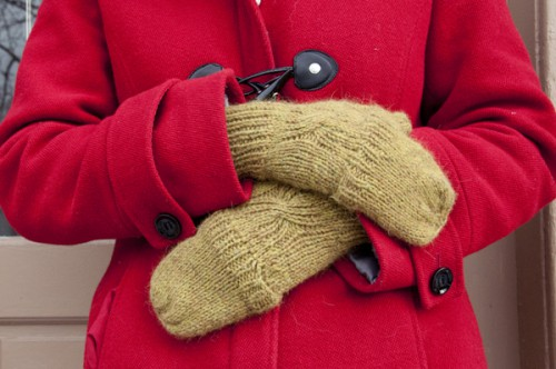 knitted convertible mittens (via crafts)
