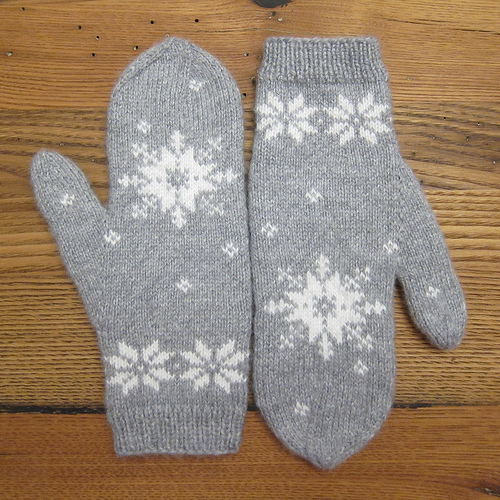 snowflake mittens (via justcraftyenough)
