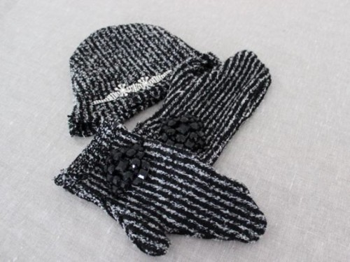 mebellished mittens