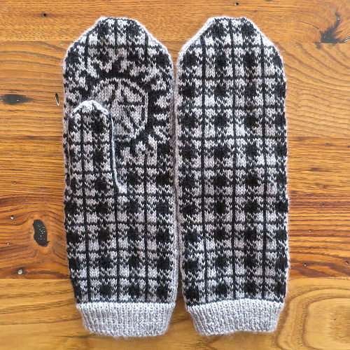 Winchester plaid mittens (via justcraftyenough)