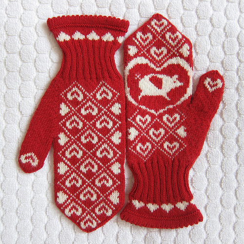 flying pig mittens (via justcraftyenough)