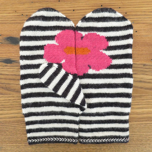 16 Easy And Cute DIY Mittens For The Cold Season - Styleoholic
