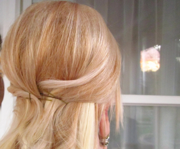 Picture Of easy and versatile diy ponytail  4