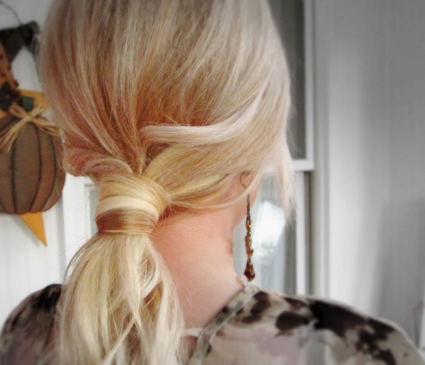 Picture Of easy and versatile diy ponytail  5