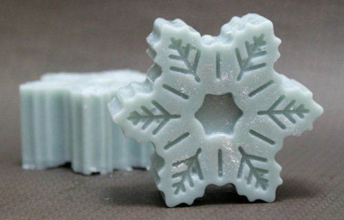 snowflake lotion bars (via soapdelinews)