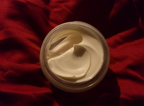 moisturizing face cream (via inhabitat)