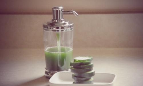 cucumber facial toner (via urbancashmereblog)