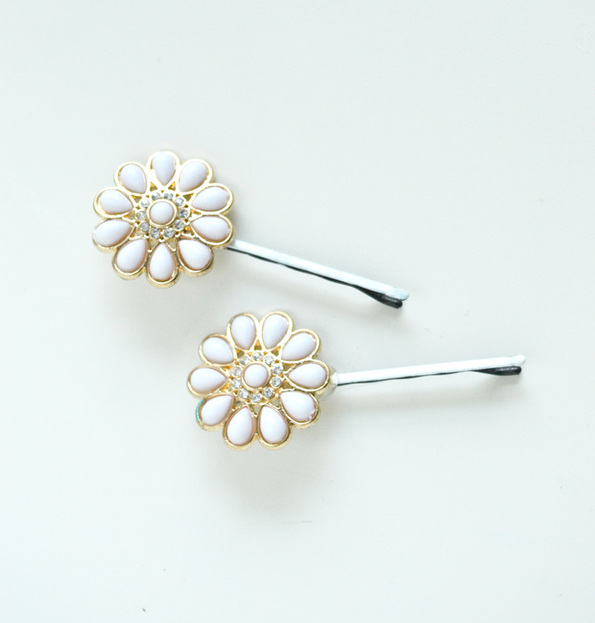 Picture Of easy diy hairpins from earrings  1