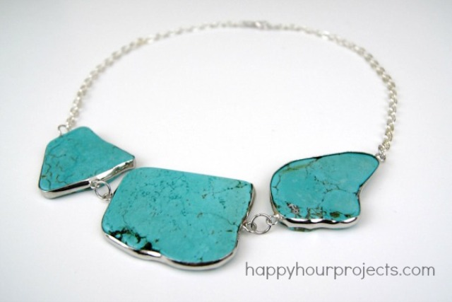 Picture Of easy diy turquoise necklace  1