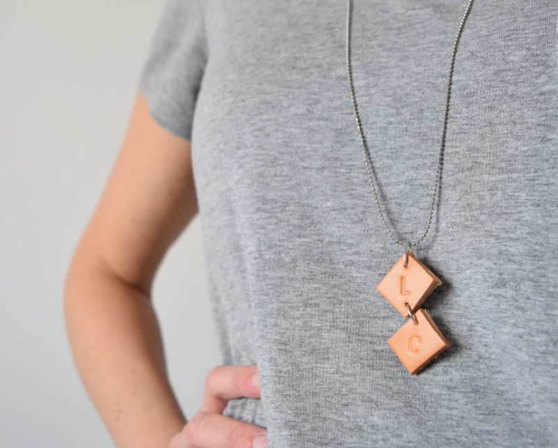 Picture Of easy diy upcycled leather necklace  1