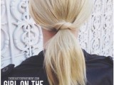 easy-peasy-yet-chic-diy-short-hair-ponytail-1